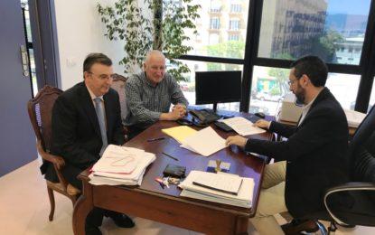 Firmado el contrato para la sustitución del alumbrado del Pabellón Polideportivo Municipal