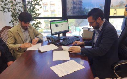 Firmado el contrato de adquisición de una maquina barredora de aspiración