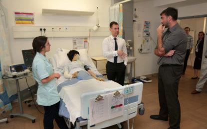 La Escuela de Enfermería de Gibraltar celebró anoche una jornada abierta