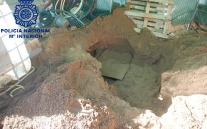 La Policía Nacional localiza en La Línea de la Concepción un zulo utilizado como «guardería» de droga con 900 kilos de hachís