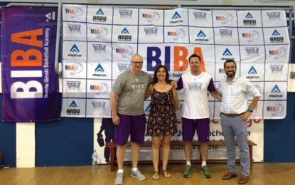 Una escuela de baloncesto islandesa trae a La Línea más de cien personas para su campus de verano