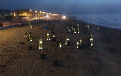 Macías destaca el eficaz dispositivo de limpieza de playas tras la Noche de San Juan y la ausencia de incidentes