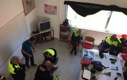 Policías locales del servicio de Mercados se forman en técnicas de soporte vital básico y manejo de desfibrilador