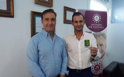 Firma del acuerdo entre Clínicas Espinel y la U.D.Los Barrios (con audio)