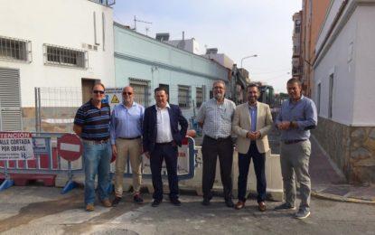 Iniciadas las obras de sustitución de la red de saneamiento en la calle Málaga que solucionarán problemas de alcantarillado del entorno