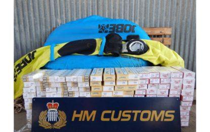 El Servicio de Aduanas de Gibraltar intercepta cigarrillos ocultos en un bote hinchable
