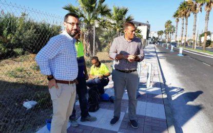 El alcalde ha visitado las obras de pavimentación del acerado en la Avenida Cartagena