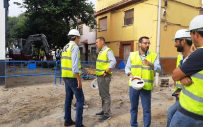 El alcalde ha visitado las obras de pavimentación que se ejecutan en la plaza de Mondéjar y zonas aledañas