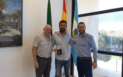 El alcalde ha recibido a García Pastor, galardonado con la medalla al mérito social penitenciario