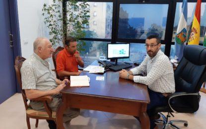 El alcalde respalda la puesta en práctica de la Escuela Deportiva de Triatlón base