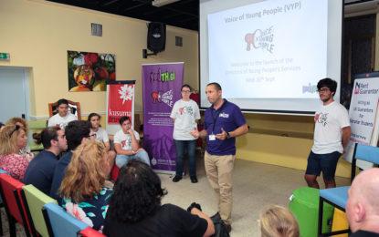 Presentación del directorio de servicios para jóvenes en Gibraltar