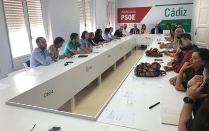 Rocío Arrabal, desde Algeciras, y Natalia Gutiérrez Salazar, por Los Barrios, representantes de la comarca en el PSOE en la lista gaditana para las elecciones autonómicas