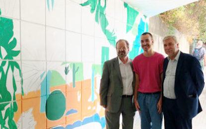 Cortes y Linares visitan el mural de arte callejero en Alameda Gardens en Gibraltar