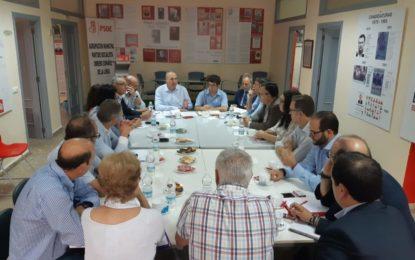 El PSOE impulsa el Plan Integral de Desarrollo y Proyección del Campo de Gibraltar en un encuentro de trabajo de cargos orgánicos e institucionales con colectivos sociales y la plataforma en Defensa del Campo de Gibraltar