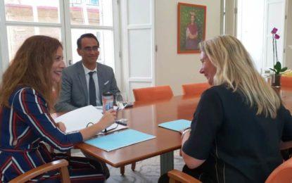 Rosa López aborda con la delegación territorial de Educación la situación de los centros y el futuro del Conservatorio