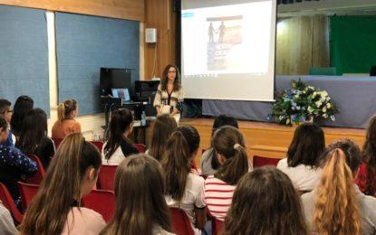 Encuentro literario de la escritora Estefanía Aragón con alumnos del instituto Antonio Machado
