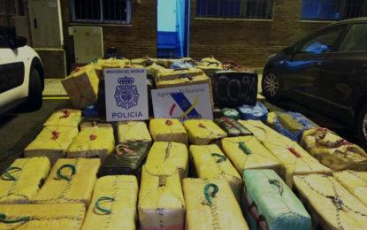 La Policía Nacional y la Agencia Tributaria aprehenden cinco toneladas y media de hachís en aguas del estrecho de Gibraltar