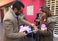 El alcalde apoya la reivindicación de Apron de contar con una unidad de cáncer de mama en el hospital linense. También estuvo Juan Pablo Arriaga, candidato del PP