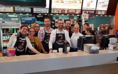 El alcalde y varios concejales del equipo de gobierno se suman al McHappy Day de McDonalds