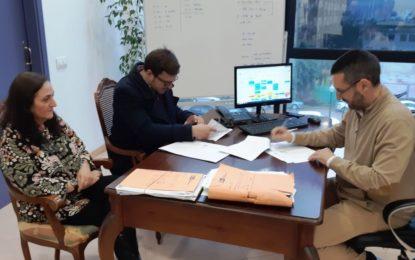 El alcalde suscribe un nuevo contrato para la dotación de nueva maquinaria de Limpieza