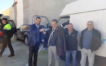 El Ayuntamiento dona una furgoneta a la asociación Alatim