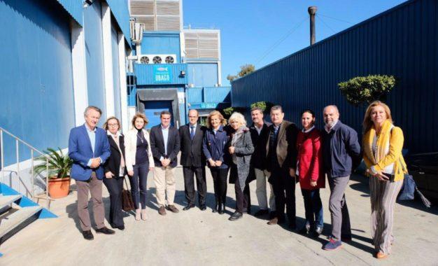 Visita de los populares Fátima Báñez, Pepe Ortiz, Antonio Sanz, Teófila Martínez, Juan Pablo Arriaga y Marina García a la fábrica Ubago
