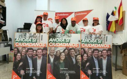 Ciudadanos La Línea realiza la pega de carteles de la campaña electoral para las elecciones andaluzas