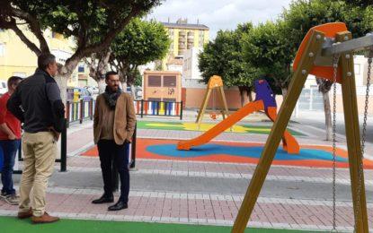 El alcalde ha visitado otros dos parques infantiles terminados incluidos en el proyecto de renovación de este tipo de instalaciones