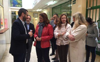 El alcalde, Juan Franco, y la concejal de Educación, Rosa López, acompañan a la consejera de Educación, Sonia Gaya, en su visita al instituto Antonio Machado