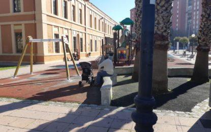 Acometidos trabajos de mejoras en el parque infantil ubicado en los jardines municipales