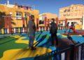 El alcalde visita el parque infantil de la plaza Chacón Vichino, con el que se completa la totalidad de los parques proyectados por el ayuntamiento