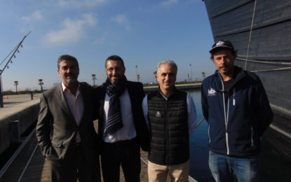 El alcalde visita la réplica de la Nao Victoria, atracada en el Puerto Alcaidesa Marítima (Con Galería de fotos)