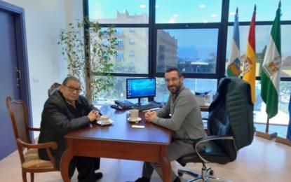 El alcalde ha recibido al doctor Ángel Rodríguez Brioso que recientemente se ha despedido como presidente del Colegio Oficial de Dentistas de Cádiz