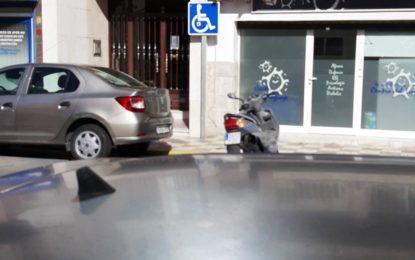 La Policía Local desarrolla una campaña para evitar el uso fraudulento de las tarjetas de estacionamiento para minusválidos
