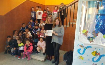 La concejal de Educación entrega los diplomas del concurso de belenes a los centros premiados