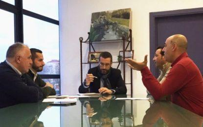 A instancias de la Guardia Civil y Aduanas, el Ministerio de Fomento pide al Ayuntamiento la supresión de la actual parada de taxis de la frontera con Gibraltar
