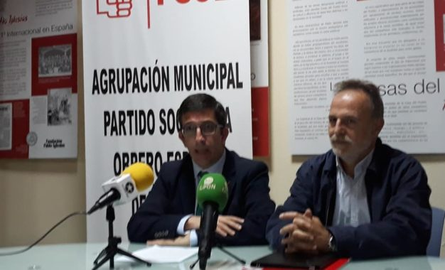 Juan Chacón reclama públicamente al alcalde la ruptura del pacto de gobierno con el PP