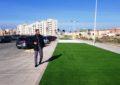 Ejecutados trabajos de mejoras de parterres, ubicación de césped artificial y plantación de árboles en el Paseo Marítimo de levante