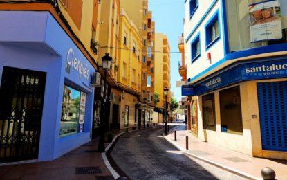 Operarios municipales de Mantenimiento urbano instalan luminaria led en distintos puntos de la ciudad