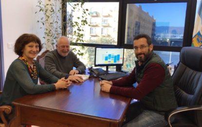 """El alcalde recibe a la activista gallega contra el narcotráfico y vicepresidenta de la Fundación """"Baltasar Garzón"""", Carmen Durán"""