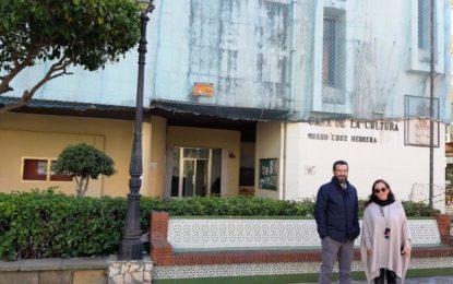 El alcalde firma el contrato con la empresa que ejecutará la reparación de la fachada de la Casa de la Cultura