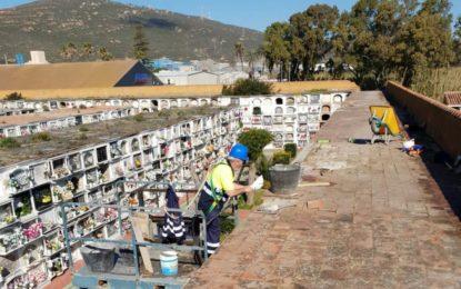 Mantenimiento Urbano acomete la reparación de cubiertas en el cementerio