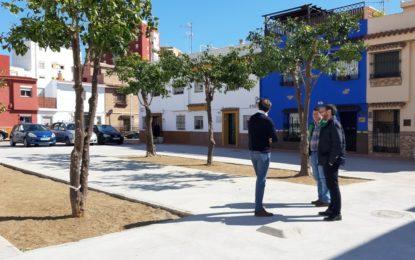 El alcalde supervisa la obra de reurbanización de la barriada Miramar-Mondéjar