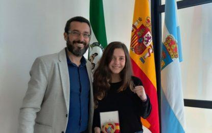El alcalde felicita a la linense Luna Mairena por la obtención del campeonato de España de Boxeo olímpico