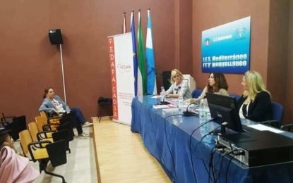 Rosa López participa en un curso de formación organizado por la Federación Provincial de Padres y Madres de Alumnos en el instituto Mediterráneo