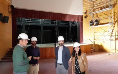 El alcalde visita el  Teatro la Velada para supervisar la rehabilitación del edificio