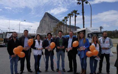 Ciudadanos recorre La Línea dando a conocer su programa electoral para las elecciones generales