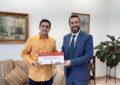 """El alcalde ha recibido al comunicador linense, Rubén García, recientemente galardonado con el premio """"Tanta Europa por descubrir"""""""
