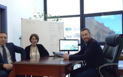 El concejal de comercio aborda con la directora de Gran Sur proyectos de colaboración con el Ayuntamiento