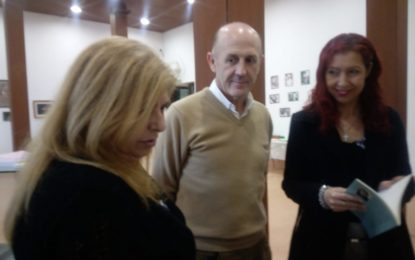 Ángel Villar, de Andalucistas Linenses, visita la exposición de Nakera Romi